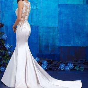 Allure Wedding Gown #9402 - fits like a size 6